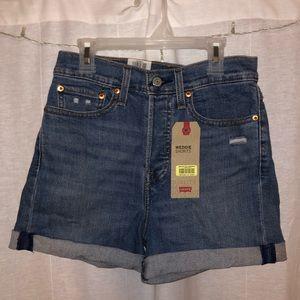 Levi High Rise Jean shorts ⛅️